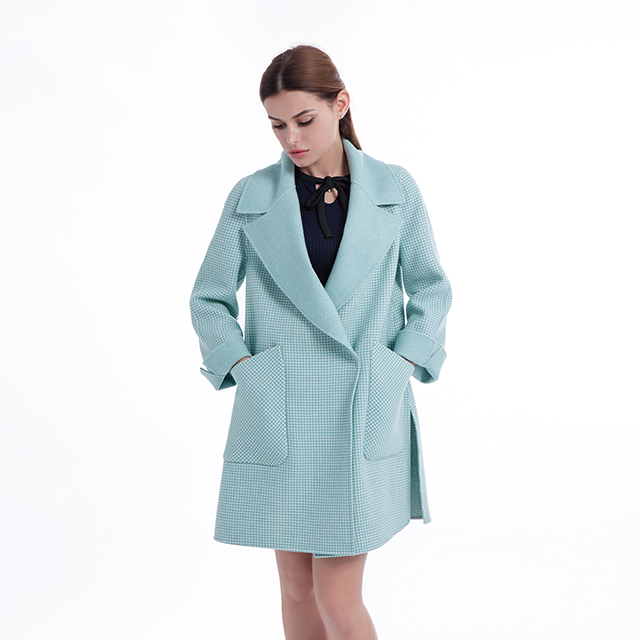 Fashion cashmere overcoat with lapel
