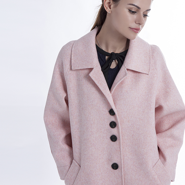 Cashmere overcoat in autumn and winter