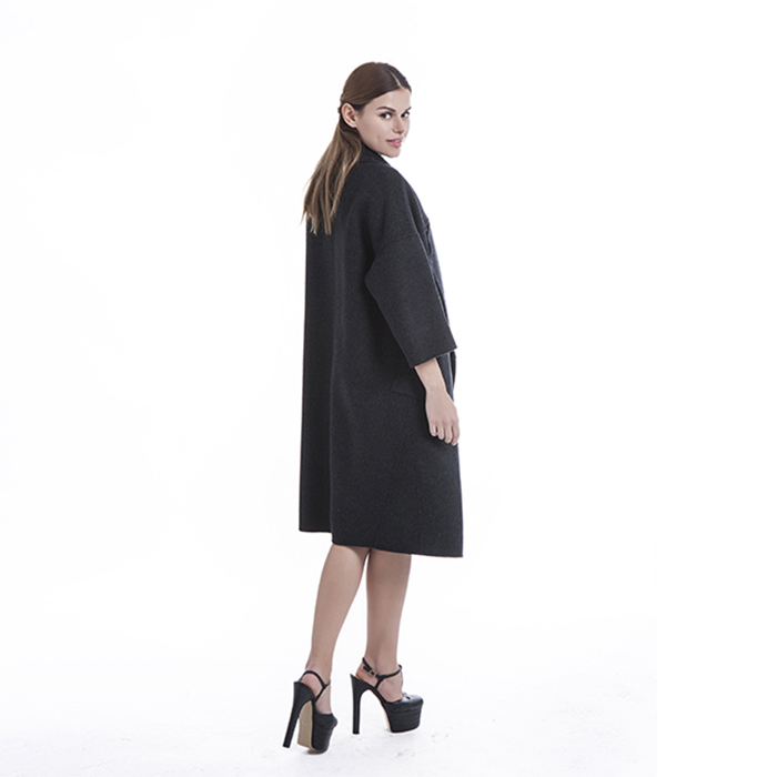 Cashmere coat with suit collar