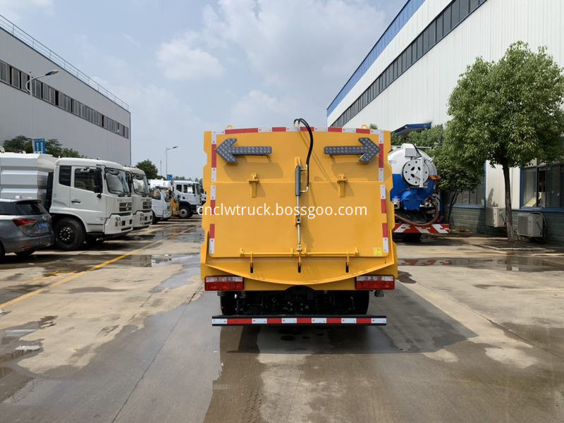 parking lot cleaning truck 5