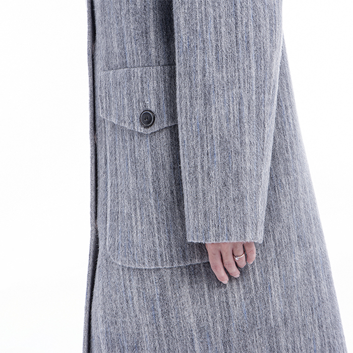 The Side of Fashionable Light Gray Cashmere Overcoat