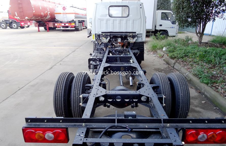 breakdown truck chassis 4