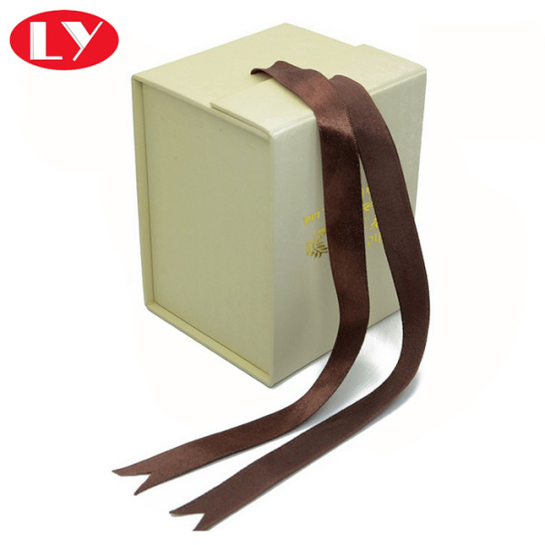 Hard cardboard gift box with magnet and ribbon
