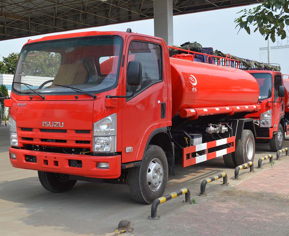 Isuzu fuel oil tank truck
