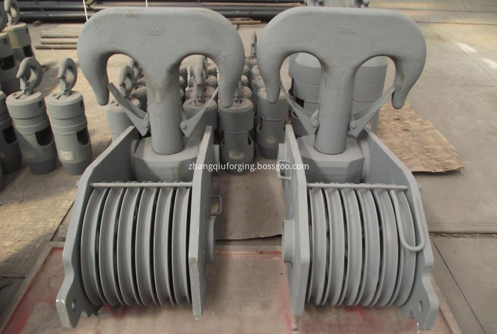 Double hook group for truck crane