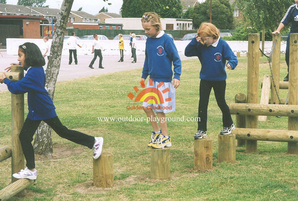 log beam balancing playground for school