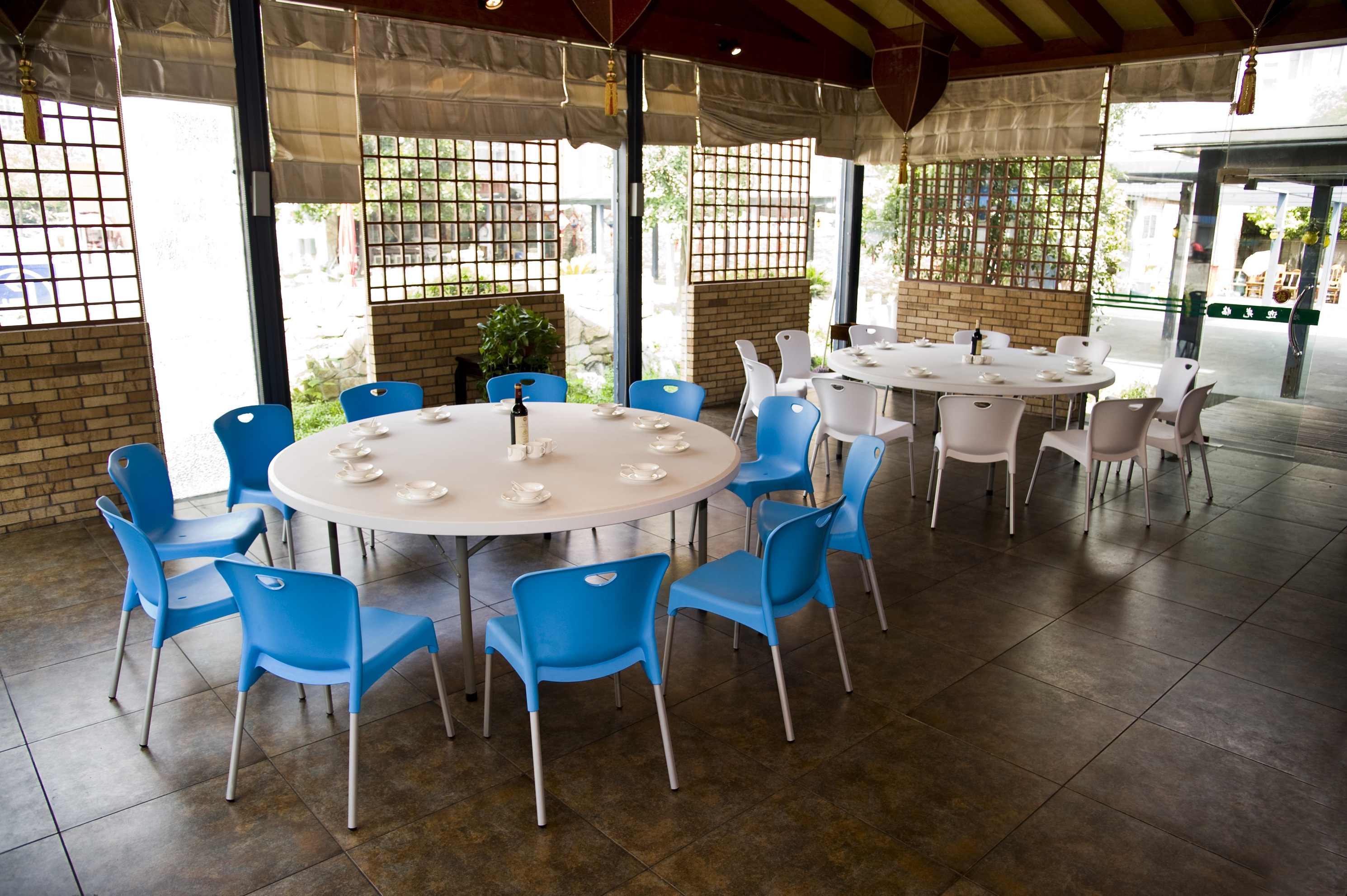 6 FT Restaurant Tables Chairs