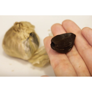 Organic multi bulb peeled black garlic