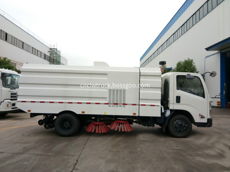 truck mounted street sweeper 2