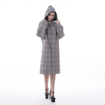 A long cashmere overcoat with thousand-bird checks