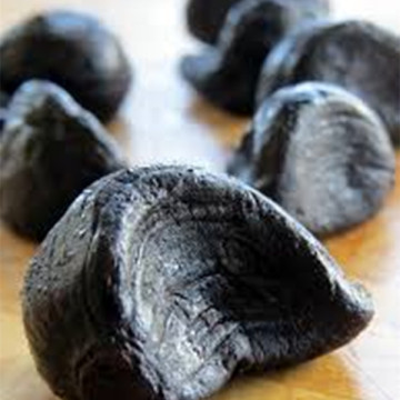 peeled and fermented Black garlic