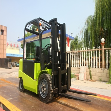 Battery operated lifting truck with 3.5 ton capacity