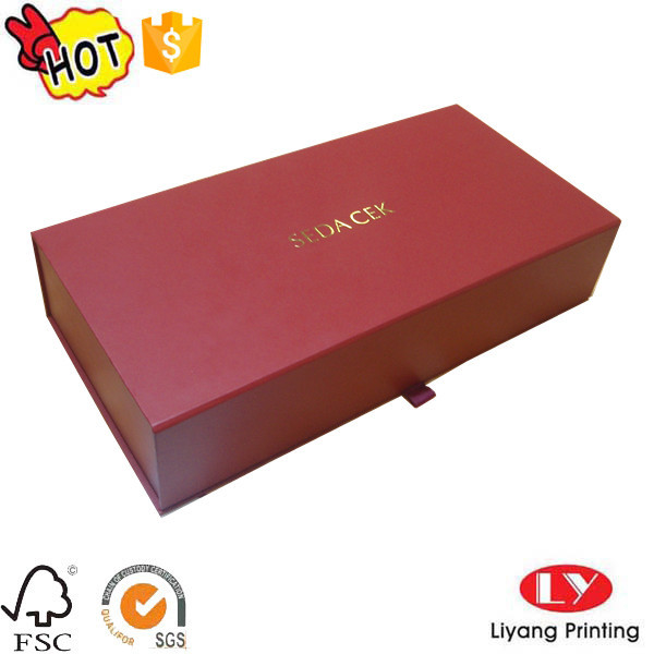 Luxury cardboard gift packaging box with magnet