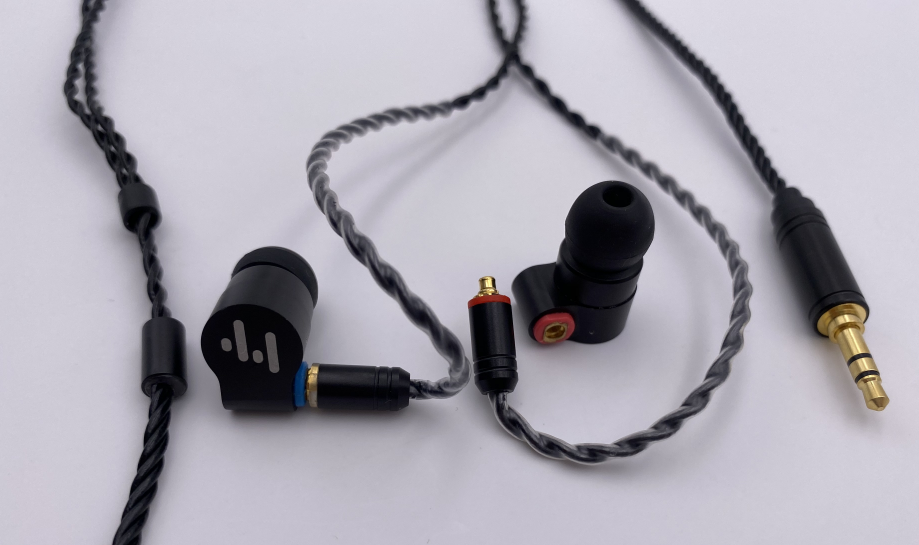 Hybrid in-Ear HiFi Earphones with Detachable Cable  (1)