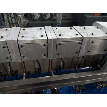Co-rotating parallel double screw extruder