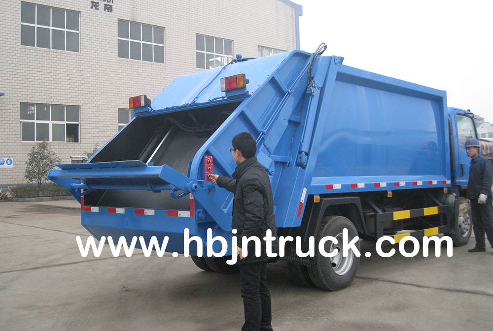 Isuzu waste disposal truck