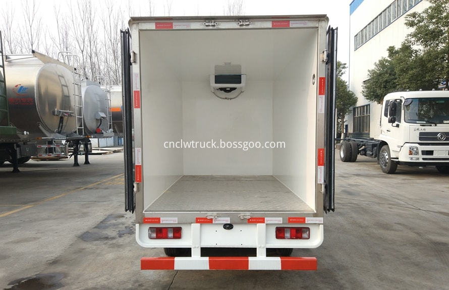 2 ton freezer refrigerated truck 5