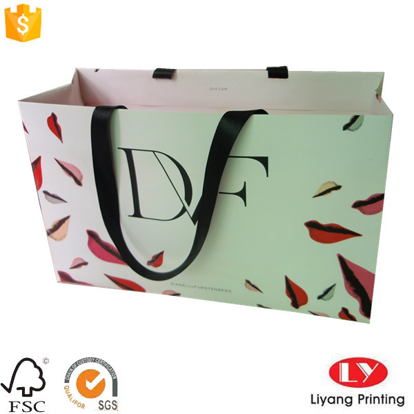 Custom printed paper gift bag with handle