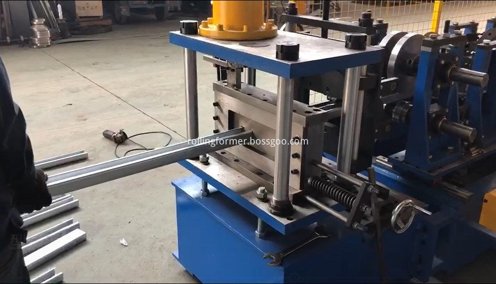 Automatic changing size C purlin steel framing machine 5