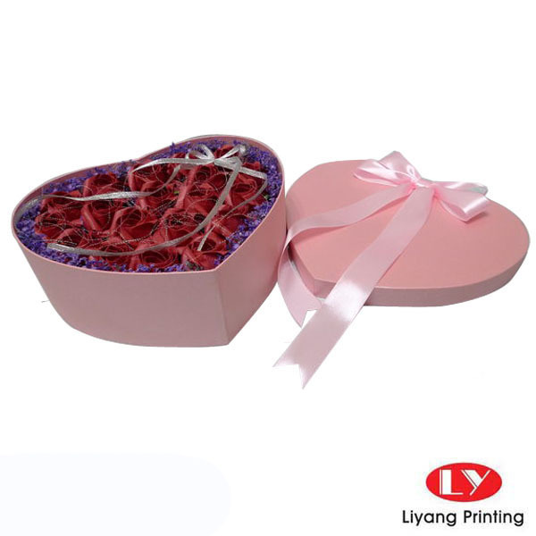 Pink heart shape paper gift box for flowers