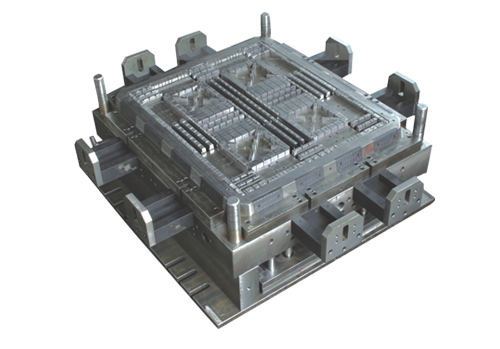 Plastic injection mould for pallet