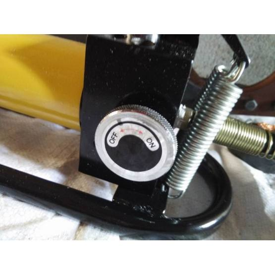 spring loaded wire cutters