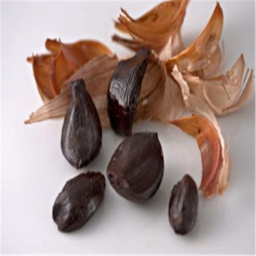 A high-nutrition peeled black garlic