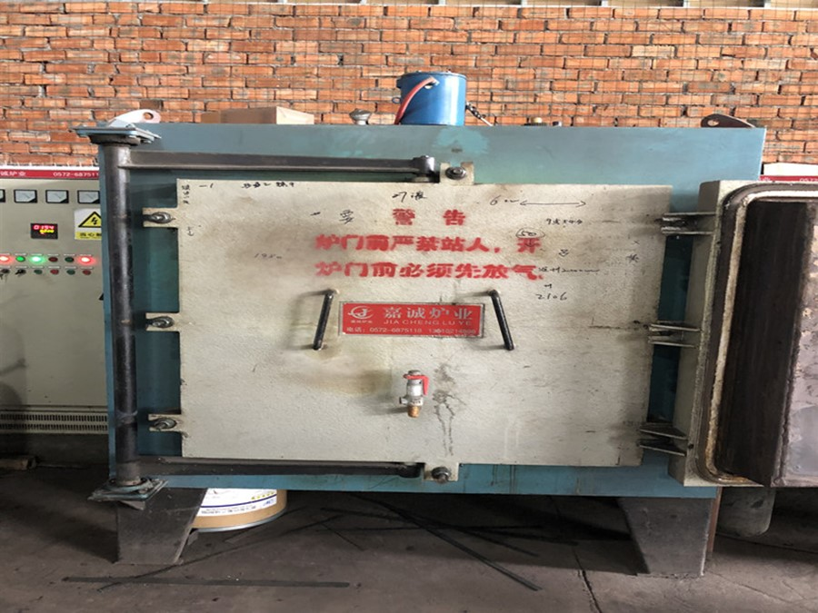 Chamber type tempering furnace in the use