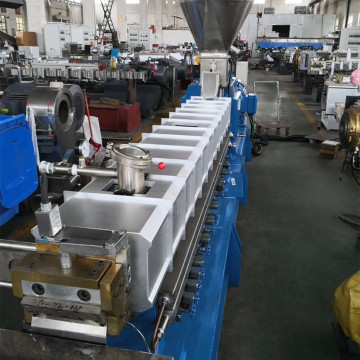 Parallel co-rotating compounding twin screw extruder