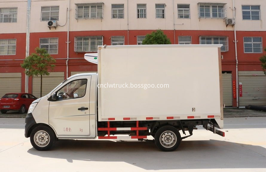 2 ton freezer refrigerated truck 1