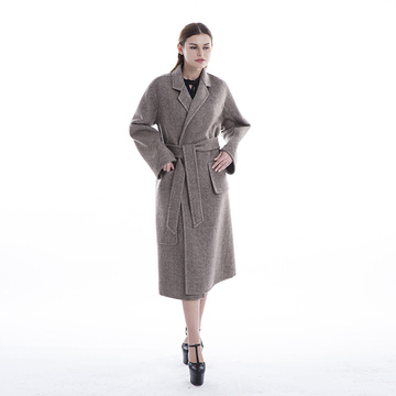 A fashionable cashmere coat with a slimming look