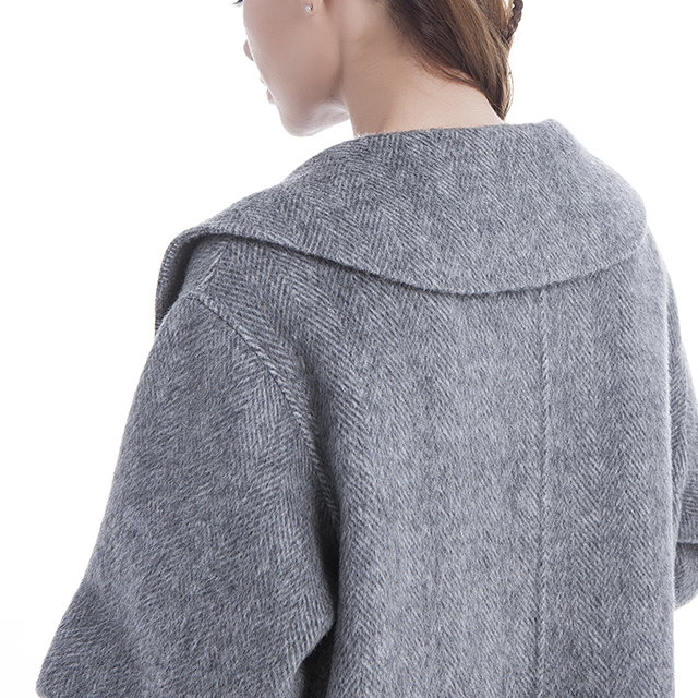 Cashmere overcoat is the best fashion