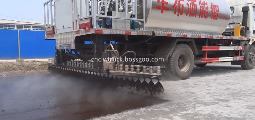 bitumen sprayer engine  working