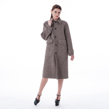 Camel-coloured cashmere overcoat with fur collar
